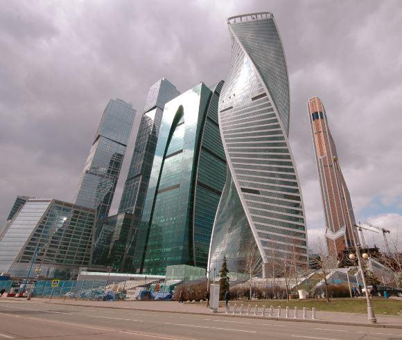 Апартаменты с одной спальней и гостиной - студией стоят 400.000 рублей в месяц